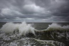 Wellenzusammenstoßen Stockfoto