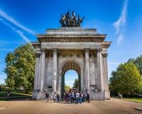 Wellington Arch, aka arco da constituição ou o arco verde do parque, i Imagens de Stock