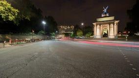 Wellington Arch nachts stock video