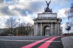 Wellington Arch ou la voûte de constitution est une voûte triomphale située aux sud de Hyde Park à Londres Nuageux dramatique Image stock