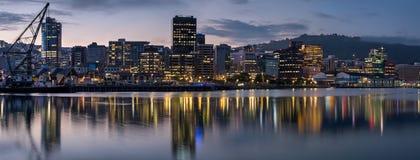 Wellington City på solnedgången Arkivfoton