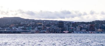 Wellington New Zealand Sunrise City-Panorama lizenzfreie stockbilder