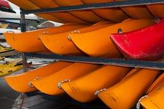 WELLINGTON, NIEUW ZEELAND - JUNI 2, 2012: Een stapel van rood en yello Stock Foto's