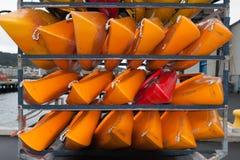 WELLINGTON, NIEUW ZEELAND - JUNI 2, 2012: Een stapel van rood en yello Stock Afbeelding