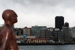 WELLINGTON, NOUVELLE-ZÉLANDE - 2 JUIN 2012 : Statue sur le bord de mer photo libre de droits