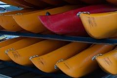 WELLINGTON, NUOVA ZELANDA - 2 GIUGNO 2012: Una pila di rosso e di yello Fotografie Stock