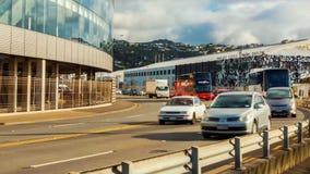 Wellington-StadtZeitspanne, Landstraße nahe Ufergegend stock footage