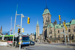 Wellington Street y el parlamento canadiense en Ottawa Fotos de archivo libres de regalías