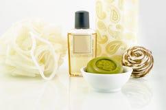 Wellness - σαπούνι με το μικρό μπουκάλι 2 στοκ φωτογραφία με δικαίωμα ελεύθερης χρήσης