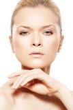 wellness för brunnsort för härlig skönhetmodellhud slapp Royaltyfri Fotografi