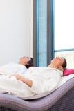 Wellness - homem e mulher que relaxam após a sauna Imagem de Stock Royalty Free