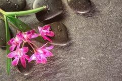 Wellness mit heißen Steinen, Platz für Text Stockfoto