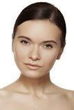 Wellness, zdrój & skincare. Piękna wzorcowa twarz z zdrową skórą, dzienny makijaż Obrazy Stock