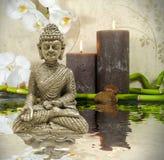 Wellness zdrój z kwiatami, wodą i świeczkami, obraz stock