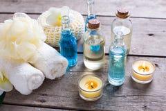 Wellnesseinstellung in den blauen, gelben und weißen Farben Lizenzfreies Stockfoto