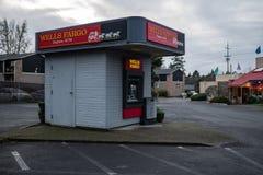 Wells Fargo Bank uttrycklig ATM royaltyfri foto