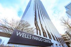 Wells Fargo Center en Portland céntrica Imagen de archivo libre de regalías