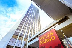 Wells Fargo Center in im Stadtzentrum gelegenem Portland lizenzfreies stockfoto