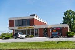 Wells Fargo Retail Bank Branch imagenes de archivo