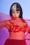 Wellustige buikdanser met rode sluier royalty-vrije stock foto
