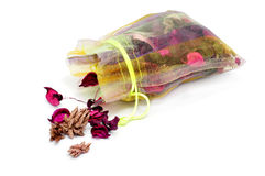 Welriekend mengsel van gedroogde bloemen en kruiden stock foto