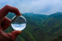 Welt in einem Ball lizenzfreies stockfoto