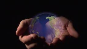 Welt in Ihren Händen stock footage