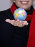 Welt in Ihrer Hand lizenzfreies stockfoto