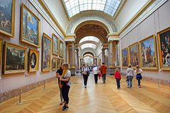 Welt-` s Meisterwerke der Malerei im Louvre-Museum in Paris, Frankreich stockbild
