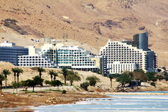Weltberühmter Kurortkomplex auf dem Toten Meer Lizenzfreie Stockfotos
