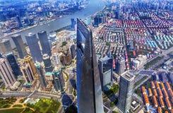 Weltfinanzzentrum-Wolkenkratzer der Huangpu-Fluss Shanghai China Stockbilder