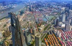 Weltfinanzzentrum-Wolkenkratzer der Huangpu-Fluss Shanghai China Stockfotos