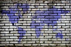Weltkarte auf einem Ziegelsteinhintergrund Stockfotos