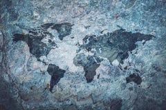 Weltkarte auf grauem Steinhintergrund stockbilder