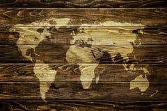 Weltkarte auf hölzernem Hintergrund Lizenzfreies Stockbild