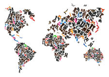 Weltkarte gebildet von den Hunderten Schuhen stockfotografie