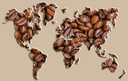 Weltkarte gemacht von den Kaffeebohnen Stockfoto