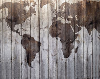 Weltkarte gezeichnet auf Segeltuchholzeffekt Lizenzfreie Stockbilder