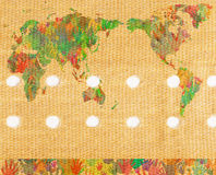 Weltkarte mit den Händen auf Pflaster Stockfoto