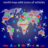 Weltkarte mit Ikonen des Transportes für das Reisen. Stockbild