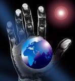 Weltkarte oder -kugel plus Hand Lizenzfreies Stockfoto