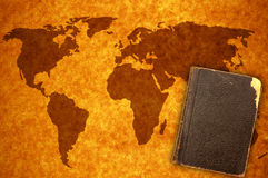 Weltkarte und -buch Lizenzfreies Stockfoto
