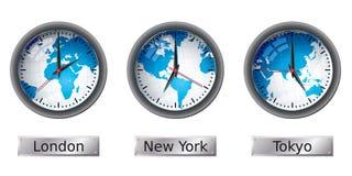 Weltkarten-Zeitzonenborduhren Stockfotos