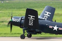 Weltkriegflugzeug, das seine Flügel faltet Stockbild