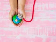 Welttag der erde am 22. April und Weltgesundheitstag, am 7. April Konzept Stockfotografie