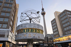 Weltuhr bei Alexanderplatz in Berlin, Deutschland Stockfotos
