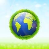 Weltumwelttagkonzept Erdkugel mit grünem Gras und Lizenzfreies Stockfoto