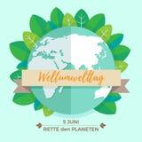 Weltumwelttagkonzept mit Mutter Erden-Kugel und -GRÜN verlässt auf tadellosem Hintergrund Mit einer Aufschrift auf Deutsch Lizenzfreie Stockfotografie