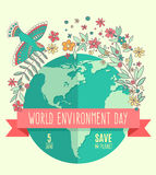 Weltumwelttagkonzept mit Mutter Erden-Kugel- und -GRÜNblättern und flovers auf beige Hintergrund Stockbilder