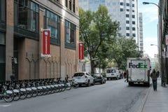 Weltweiter Kurierlieferwagen gesehen in New York lizenzfreie stockbilder